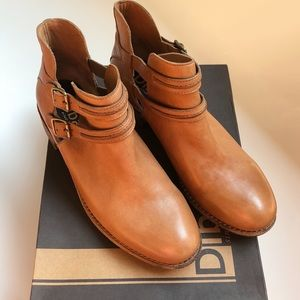 NWT Diba tobacco color leather bootie